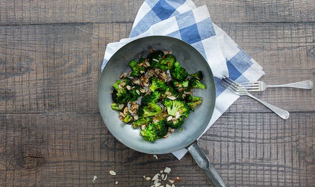 broccoli with garlic butter and almonds